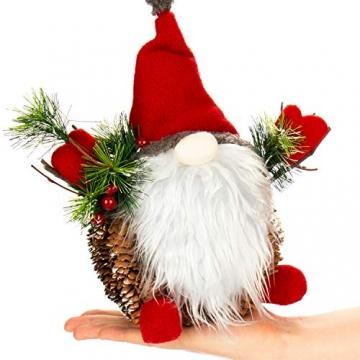 com-four® Weihnachtsmannfigur Größe XL, winterliche Santa Claus-Figur mit Tannenzapfenkörper, weihnachtliche Dekoration, hinreißende Tischdeko zur Adventszeit (Santa XL rot grün) - 6