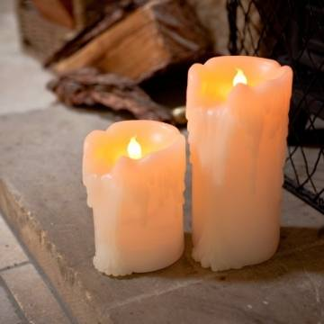 Lights4fun 4er Set LED Echtwachs Kerzen mit Wachstropfen mit Zeitschaltuhr Batteriebetrieb - 1