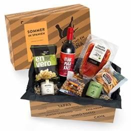 Präsentkorb SOMMER IN SPANIEN - Geschenkkorb gefüllt mit Sangria & spanischen Delikatessen - 7-teiliges Geschenkset ideal für Frauen & Männer - 1