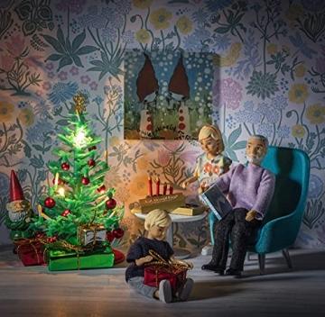 Lundby 60-604700 - Weihnachtsdeko Christbaum mit LED-Licht Puppenhaus - 7-teilig - Puppenhauszubehör - Weihnachtsbaum - Weihnachtsmann - Zubehör - ab 4 Jahre - 11 cm Puppen - Minipuppen 1:18 - 7