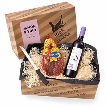 """Delikatessen-Präsentkorb """"Jamón y Vino"""" mit Serrano-Schinken & Rotwein aus Spanien - Verpackt in der spanischen Geschenk-Box inklusive Schinkenmesser - 1"""