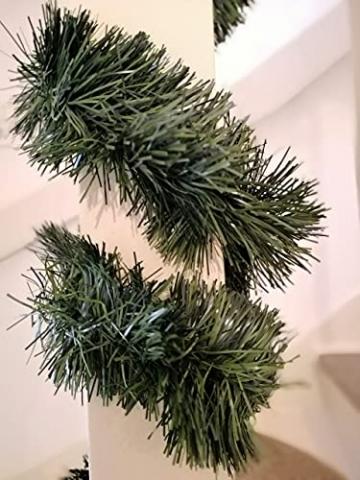 Handel24NET Excellente 5m künstliche Dekogirlande im Tannengrün - flexibel einsetzbar im Innen- und Aussenbereich - Diese Tannengirlande erfreut die ganze Familie - 5