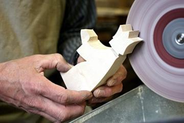 Holzspielwaren Ackermann Weihnachtskrippe aus Holz – 16 Krippenfiguren inkl. Krippenstall, aus Schwäbischer Handarbeit (100% ökologisch) - 5
