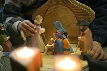 Holzspielwaren Ackermann Weihnachtskrippe aus Holz – 16 Krippenfiguren inkl. Krippenstall, aus Schwäbischer Handarbeit (100% ökologisch) - 6