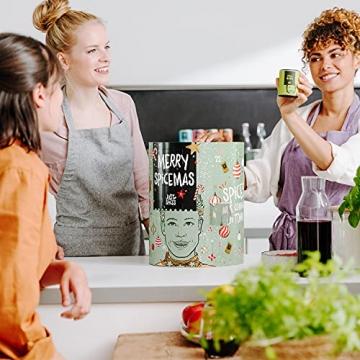 Just Spices Gewürz Adventskalender 2021 I Weihnachtskalender mit 24 Gewürzmischungen + brandneues Kochbuch I Hochwertige Gewürze als Geschenk für Männer und Frauen I insgesamt 4,5 kg - 7